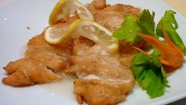 Il petto di pollo al limone per un secondo piatto light