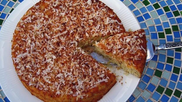 La torta al cocco morbida da leccarsi i baffi