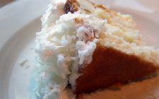 La ricetta della torta raffaello al cioccolato bianco e cocco