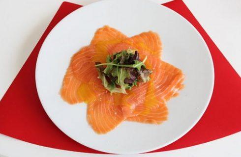 La ricetta del carpaccio di salmone: la variante fresco e al forno