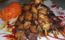 Gli spiedini di maiale al forno, ecco la ricetta e consigli di cottura