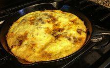 La frittata di cipolle e tonno per un secondo piatto sfizioso