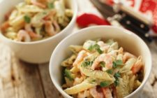 La pasta fredda con gamberetti, la ricetta per uno sfizioso piatto estivo