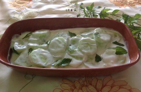 La ricetta dell'insalata di cetrioli e yogurt alla greca