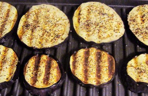Le pizzette di melanzane, ecco la ricetta dell'antipasto light