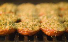 La ricetta dei pomodori ripieni di tonno e mozzarella