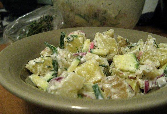 La ricetta dell'insalata di patate e yogurt per un secondo piatto light