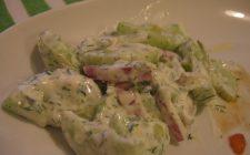 La ricetta dell'insalata viennese con würstel e cetriolini