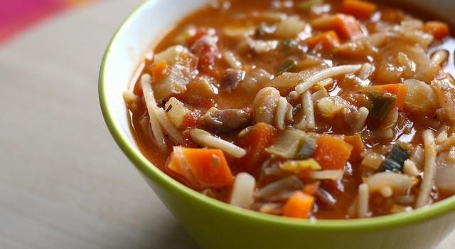 La ricetta del minestrone di verdure di stagione