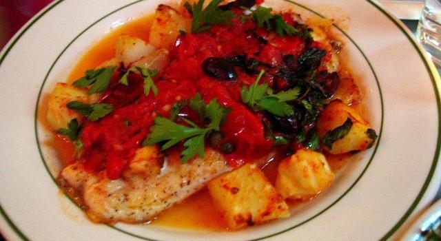 La ricetta del palombo con i pomodorini e olive nere