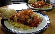 La pasta con funghi e gamberetti, ecco la ricetta gustosa