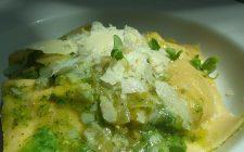 La ricetta del pesto di rucola e mandorle per pasta e bruschette