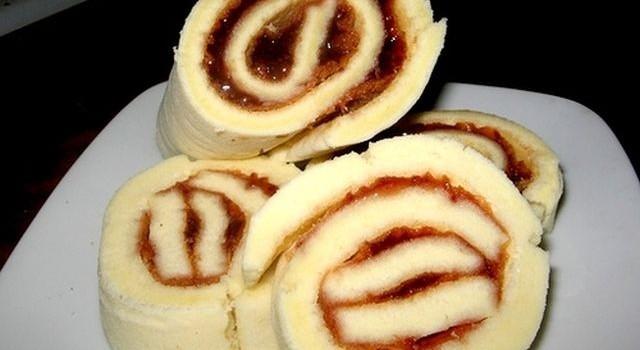 La ricetta del rotolo di marmellata facile e gustoso
