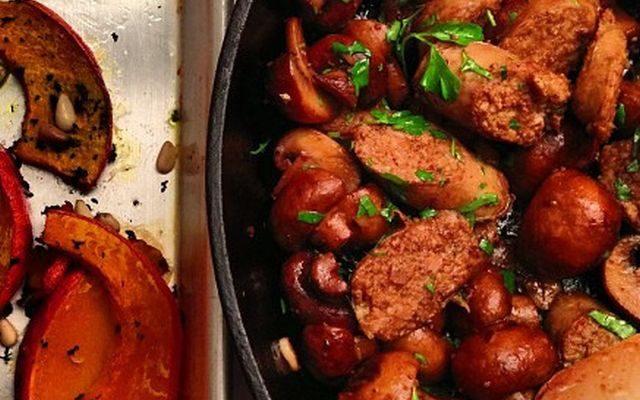 Salsiccia e funghi in padella, ecco la ricetta da leccarsi i baffi