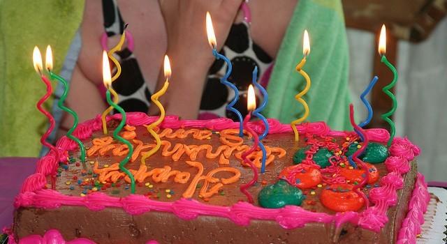 Come decorare una torta di compleanno per bambini