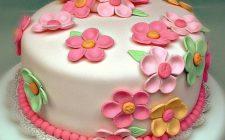Come coprire una torta con pasta di zucchero