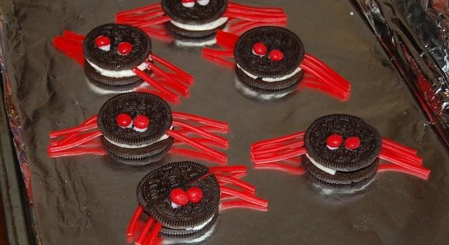 Dolci di Halloween semplici, i biscotti ragno