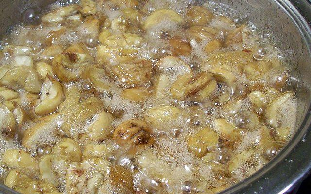 Castagne cotte nello zucchero, la ricetta del dolce autunnale