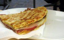 La crescia sfogliata con la ricetta tipica di Urbino