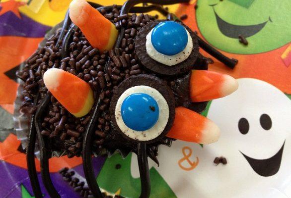La ricetta dei ragnetti di Halloween con i biscotti e il cioccolato