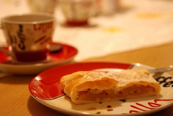 Strudel di mele con la pasta sfoglia, ecco la ricetta facile