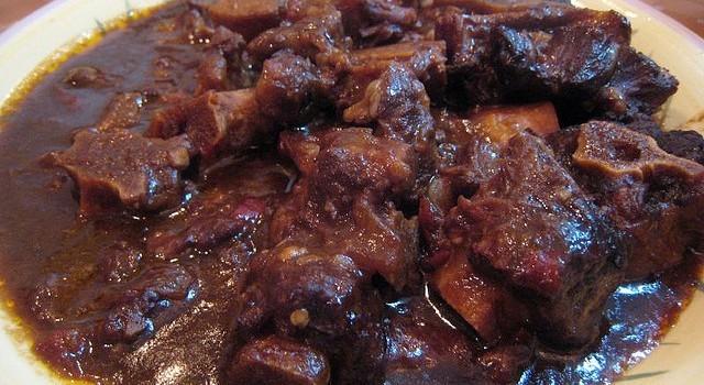 Come fare lo stufato di coda di bue con la ricetta della tradizione