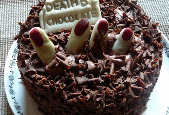 Torta di Halloween al cioccolato, ecco come decorarla