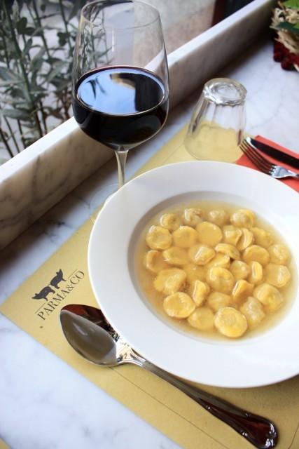 Cappelletti in brodo, Parma & Co