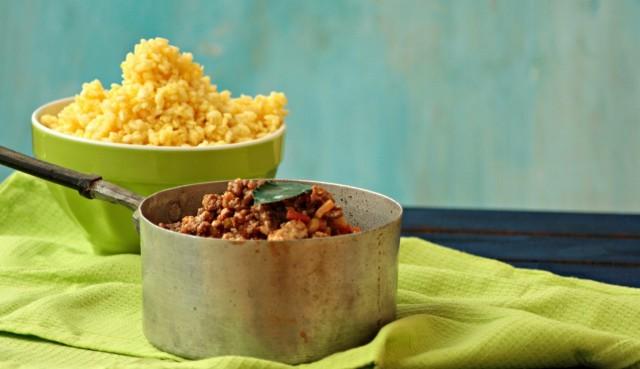 Il riso allo zafferano e il ragù per il ripieno delle arancine