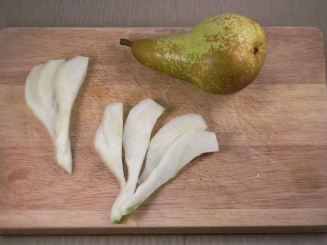 Taglio delle pere per la mousse