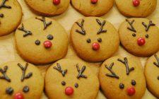 Biscotti natalizi decorati con cioccolato, la ricetta facile