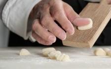La preparazione degli gnocchi