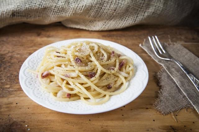 Gli spaghetti alla gricia sono pronti