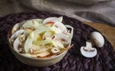 Insalata di finocchi, mele e funghi