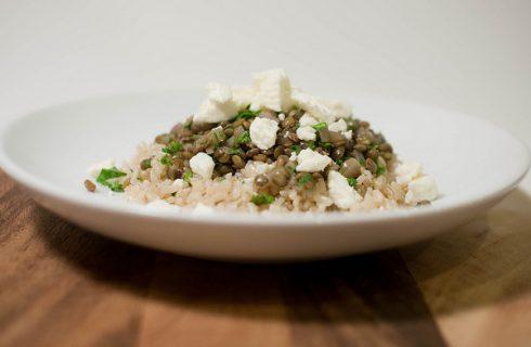 Insalata legumi e cereali fredda con la ricetta veloce