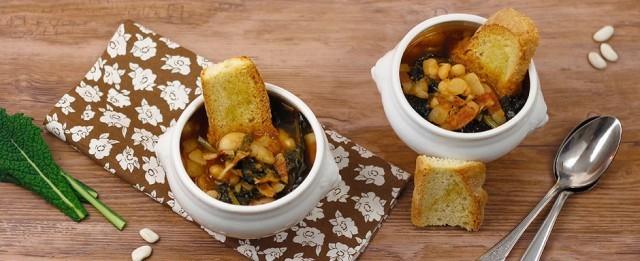 La presentazione della zuppa di cavolo nero e fagioli
