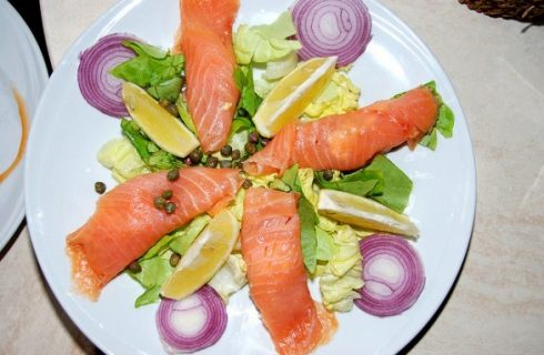 Gli involtini di salmone fresco o affumicato e quale farcia scegliere
