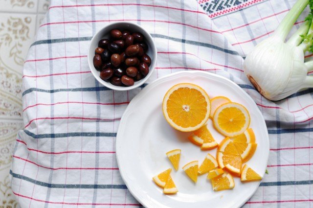 Le arance affettate con la loro buccia