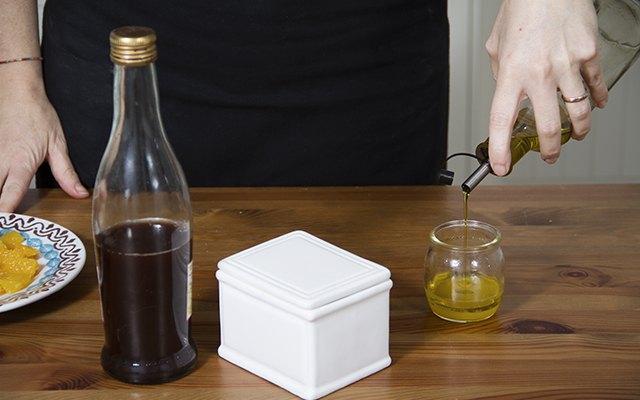 La vinaigrette a base di olio, succo di arancia e aceto di vino rosso
