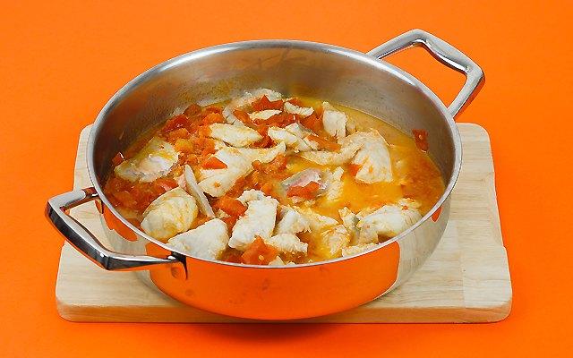 I filetti di pesce uniti alla salsa di pomdoro