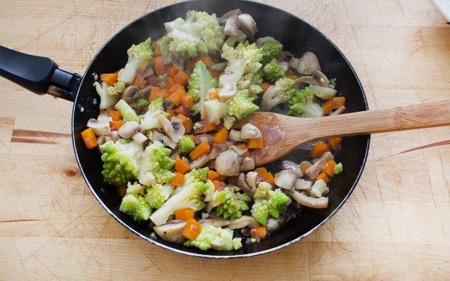 Cottura delle verdure per lo sgombro
