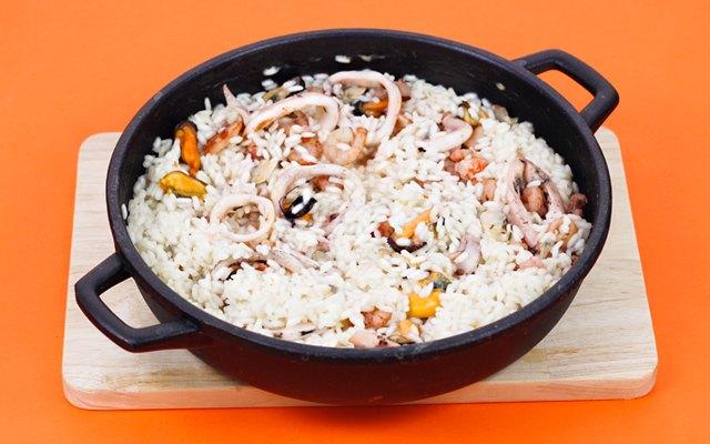 Il risotto con molluschi, gamberetti e calamari
