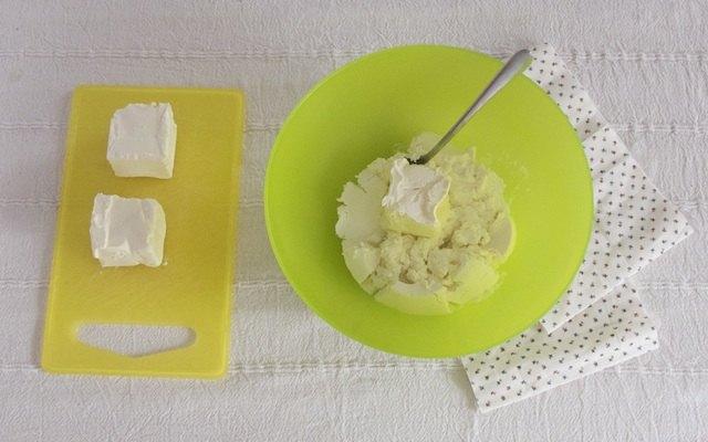 Il composto cremoso di formaggi della cheesecake