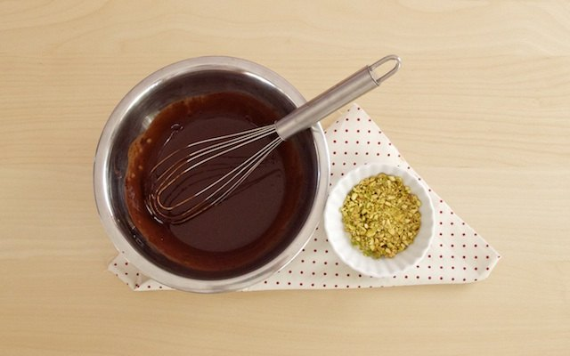 Preparazione della salsa al cioccolato