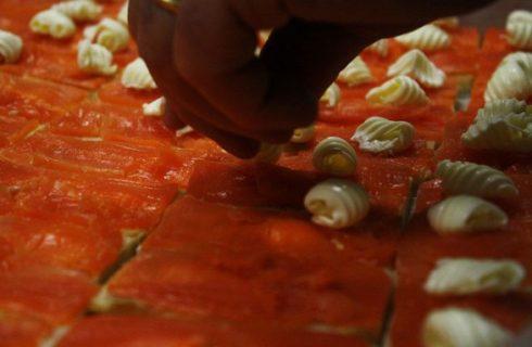 Tartine al salmone affumicato e burro salato con la ricetta svedese