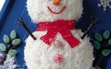 Torta di Natale semplice decorata: il pupazzo di neve