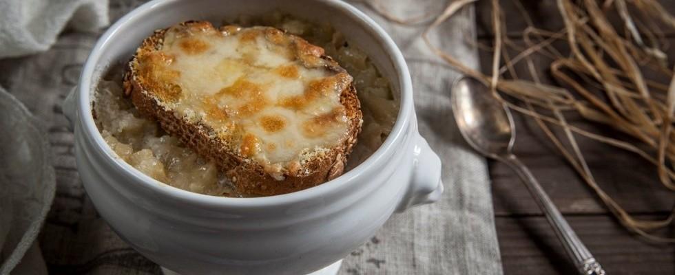 Ricetta Zuppa Cipolle Francese.Zuppa Di Cipolle Ricetta Ingredienti E Preparazione Agrodolce