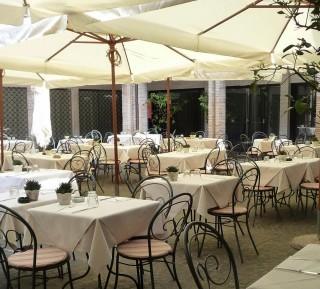 Babette, Roma