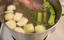 Il brodo di carne, la ricetta e come prepararlo