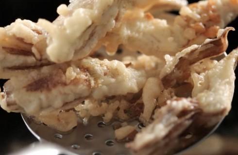 I carciofi fritti nella pastella